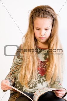 Blond child reading a book