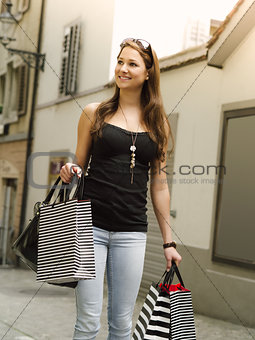 Smiling woman shopping in the city
