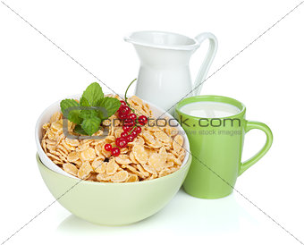 Fresh corn flakes with berries