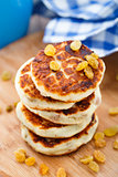 Cheese pancakes with raisins