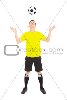 Soccer player watching the falling ball