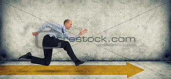 Business man run on yellow arrow