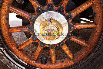 Automobiles wooden wheel.