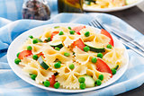 Pasta with zucchini, tomatoes and peas