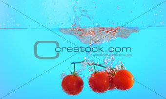 tomatoes thrown in water