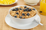 Oat cereal with blueberries
