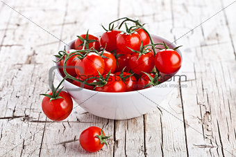 fresh cherry tomatoes in a bowl