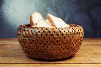 Slices of bread in wicker basket