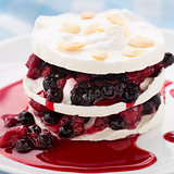 Meringue with berry layers