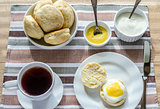 Scones with lemon curd