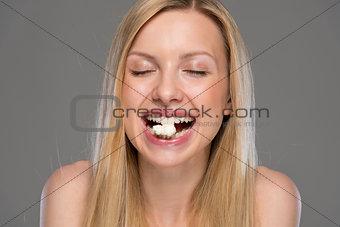 Portrait of happy teenager eating popcorn