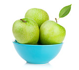 Fresh green apples in bowl