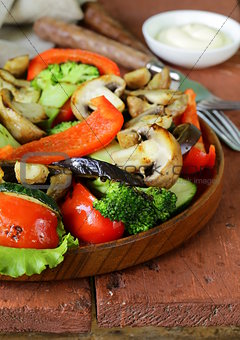 appetizer of grilled vegetables (bell peppers, asparagus, zucchini, broccoli)
