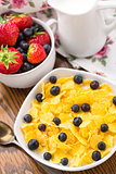 Cornflakes with strawberries and blueberries