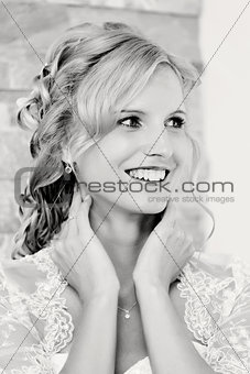 bw portrait of beautiful smiling bride