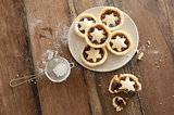 Decorative freshly baked Christmas mince pies