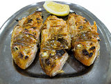 Grilled surmullet with lemon.