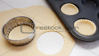 Cutting pastry circles