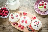 Meringue cakes with fresh berries