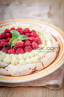 Pavlova meringue with raspberries