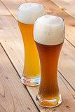 Light and dark German wheat beer