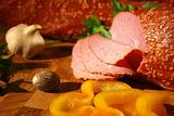 Gentle ham with yellow pepper and garlic