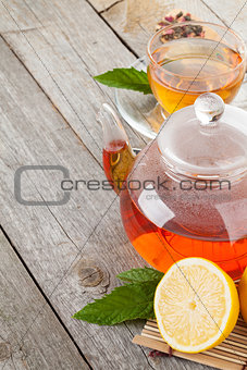 Green tea with lemon and mint