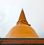 Phra Pathom Chedi, the tallest stupa in the world. It is located