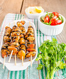 Mussel skewers with fresh salad
