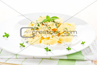 Tortellini with cheese sauce.