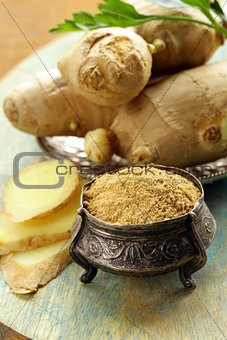 ground ginger and fresh traditional oriental spice