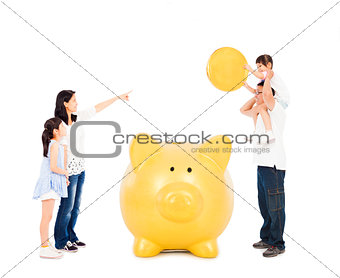 asian parents teaching daughters financial concept
