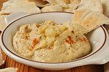 Garlic spice hummus