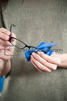woman hands cleaning glasses