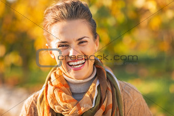 Portrait of smiling young woman in autumn outdoors