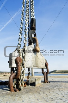 Lifting winch