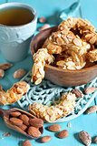 Crescent almond cookies