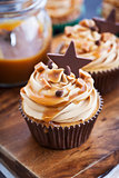 Cupcakes with cream cheese, caramel and chocolate