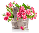 jpg2015020815093469332 Bunch pink roses in wooden bucket