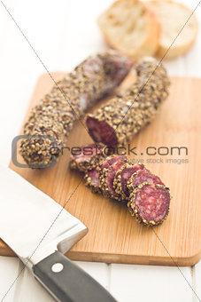 sliced €‹sausage