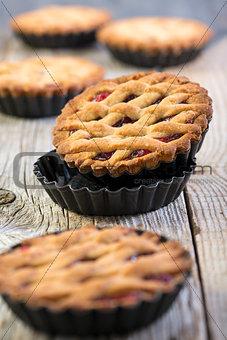 Cake with hazelnut and raspberry jam.