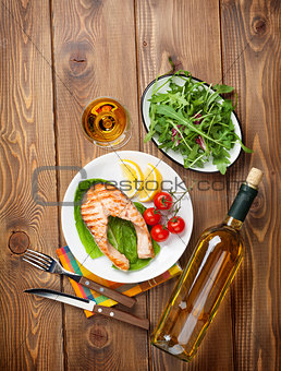 Grilled salmon and whtie wine