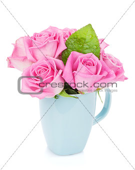 Small pink rose flowers bouquet in tea cup