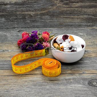Centimeter and granola with yogurt