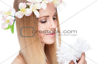 Beautiful woman with straight hair and flowers