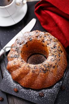 Cake with raisin