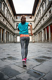Fitness woman jogging near uffizi gallery in florence, italy. re