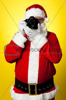 Smile please! Santa capturing a perfect frame