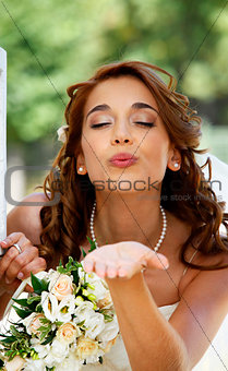 blow kiss