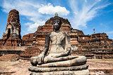 Buddha statue at Wat Mahathat